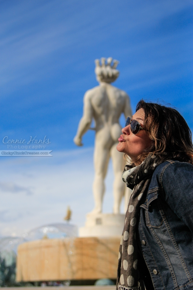Connie Hanks Photography // ClickyChickCreates.com // carefree in the south of France - getting cheeky, kissing a naked statue in Cote d'Azur