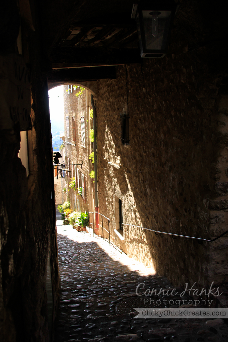 Connie Hanks Photography // ClickyChickCreates.com // art, arches, architecture, Saint Paul-de-Vence, Provence, France