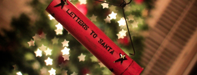 Connie Hanks Photography // ClickyChickCreates.com // letters to Santa ornament, bokeh, Christmas tree, star shaped bokeh, holiday, festive