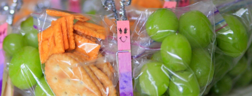 Connie Hanks Photography // ClickyChickCreates.com // healthy butterfly snacks made with baggies, clothes pins, pipe cleaner, grapes, fruit, crackers