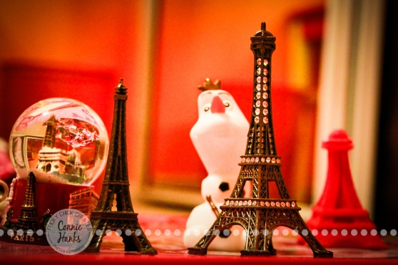 Connie Hanks Photography // ClickyChickCreates.com // many mini Eiffel Towers with Olaf from Frozen as staged by 7-year old daughter