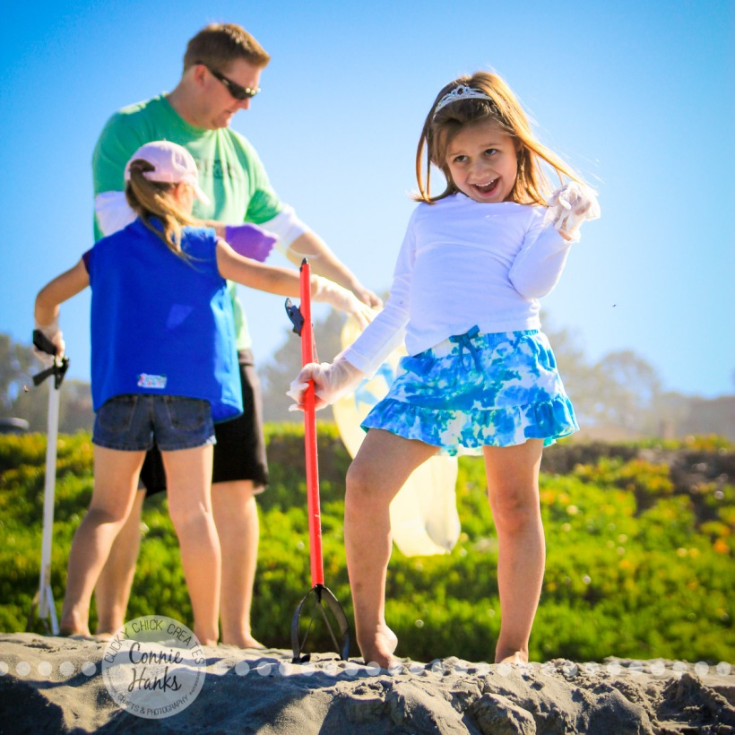 Connie Hanks Photography // ClickyChickCreates.com // Glam girl at beach clean-up with Daisy troop (split-second story)