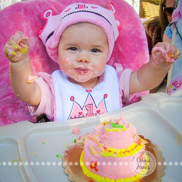 Connie Hanks Photography // ClickyChickCreates.com // first birthday smash cake