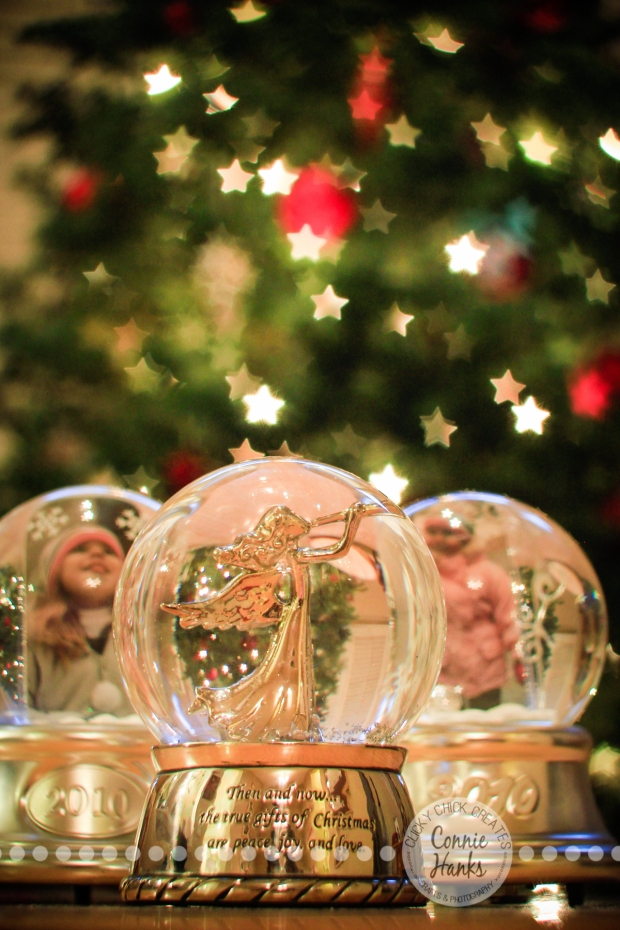 Connie Hanks Photography // ClickyChickCreates.com // Bokeh and twinkle filled snow globes, star bokeh, Christmas