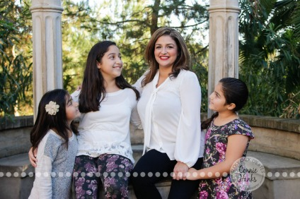 Connie Hanks Photography // ClickyChickCreates.com // Mother, Daughters, Balboa Park, poses, girls,
