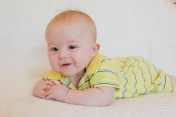Connie Hanks Photography // ClickyChickCreates.com // tummy time Cornelissen twin photos